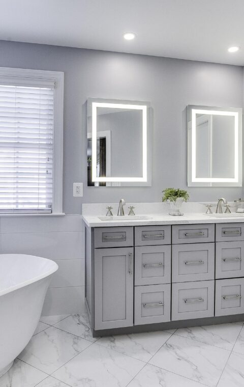 Jennifer Ferrario(bathroom)